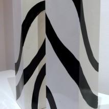 """""""Giochi in bianco e nero"""" coppia di vasi cm10xh.40-60"""